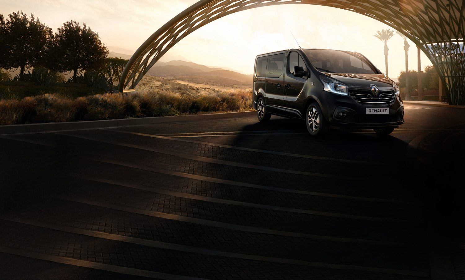 renault-trafic-spaceclass-beautyshot-desktop.jpg.ximg.l_full_m.smart.jpg